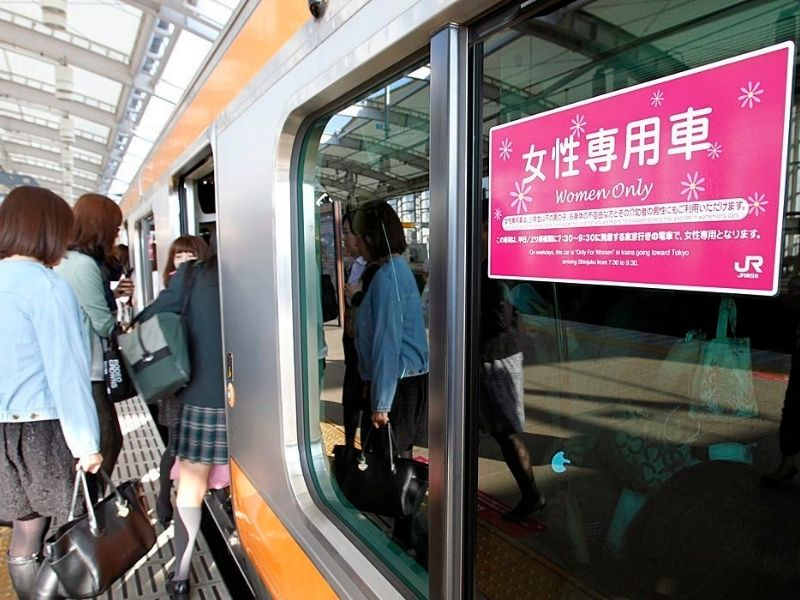 6 kiểu biến thái ở Nhật và cách phòng tránh Vietmart