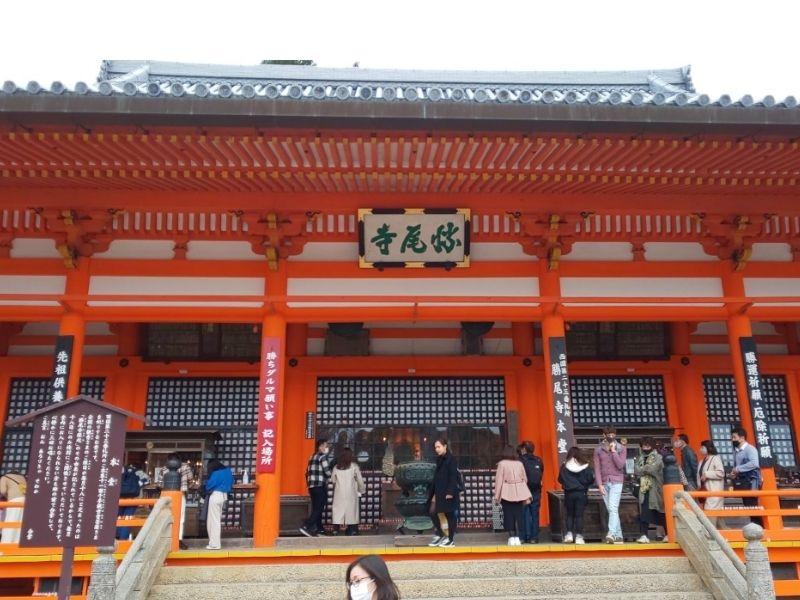 Người dân đổ về chùa Katsuoji để cầu may
